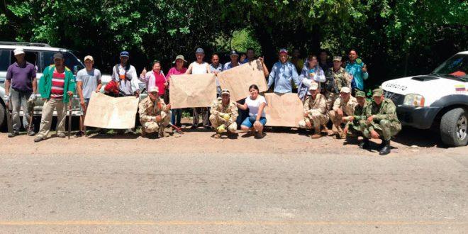 Comunidad realizó jornada de mantenimiento en la vía La Paz-Manaure