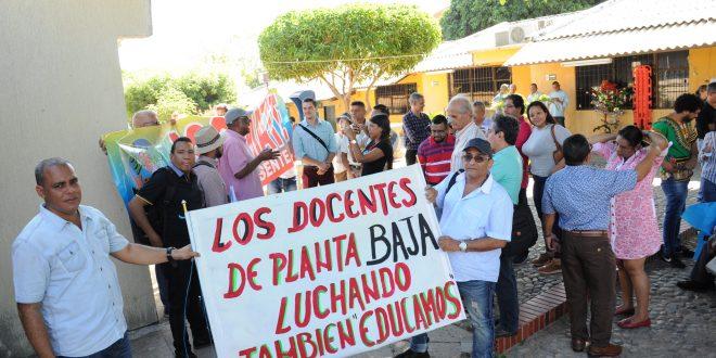 Docentes de la UPC protestan por falta de pago